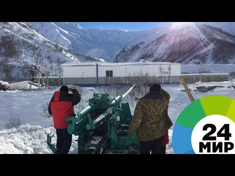 «Охотники за лавинами»: как работают бойцы спецотряда на передовой снежного фронта - МИР 24