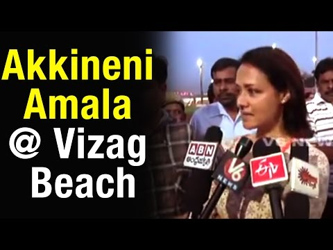 Akkineni Amala releases thousand of Olive Ridley sea turtles in Vizag beach (16-04-2015)