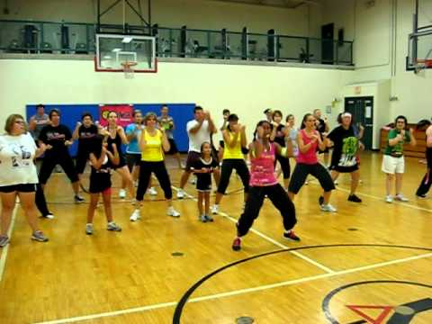 Zumba For 1 Goal-shakira's Waka Waka video