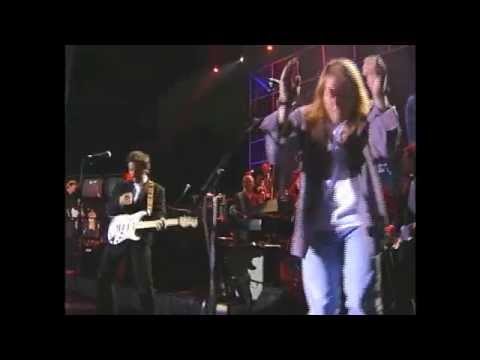 "Axl Rose and Bruce Springsteen perform ""Come Together"" at 1994 Hall of Fame Inductions"