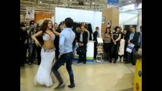 помоему чеченцы танцуют , кроме девушки ,