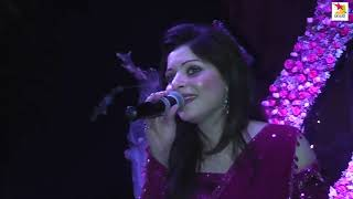 Kanika Kapoor hot live Performance