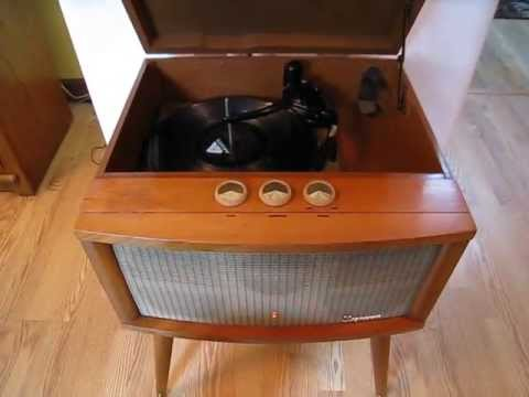 Magnificent MAGNAVOX Consolette 3-Speed Hi-Fi Record Player