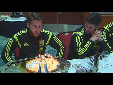 Sergio Ramos celebra su cumpleaños con el resto de sus compañeros de Selección
