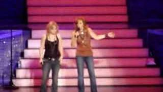 "Download Lagu Reba & Kelly ""I'm A Survivor"" w/ Barbra Jean Gratis STAFABAND"