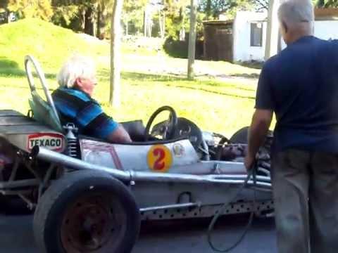 Auto de carrera antiguo – Motor Ford T