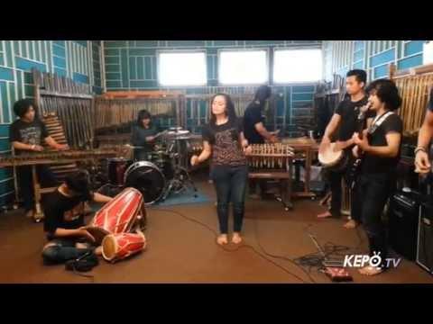 Mojang Priangan - Nining Meida (Cover Song) By Paberik Bamboe