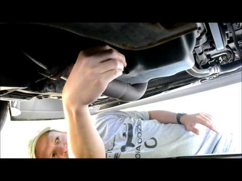 How to Change the Oil in a 2002 Ford Focus ZX-3