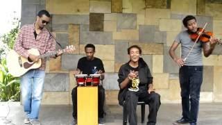 Seifu Yohannes (Le Alem Acoustic Band) - Woub Nat ውብ ናት (Amharic)