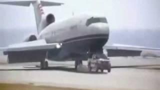טנדר של ניסן מציל מטוס