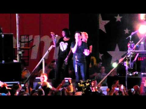 """Train - """"Hey, Soul Sister / We Are Young"""" (Live)"""