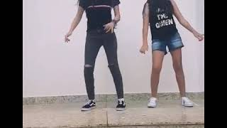 Meninas dançando passinho do Maloka