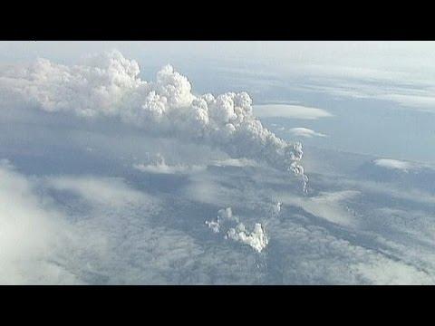 Risk of fresh ash cloud threatens European air travel
