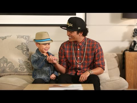 Bruno Mars Sings With Kai video
