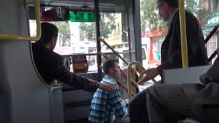 Otobüsteki tinerci yolculara zor anlar yaşattı