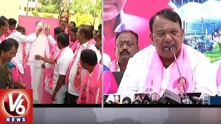 TRS Manifesto: Pocharam Srinivas Reddy Perform Palabhishekam To KCR Photo | Nizamabad
