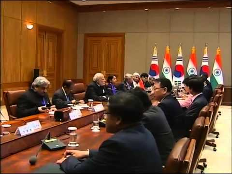 PM Modi and President of South Korea Park Geun-hye at Delegation Level Talks in Seoul