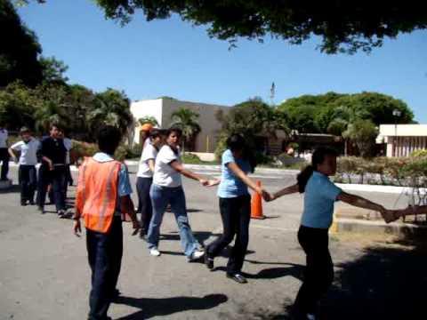 simulacro de terremoto en el colegio nuestra señora del valle porlamar.wmv