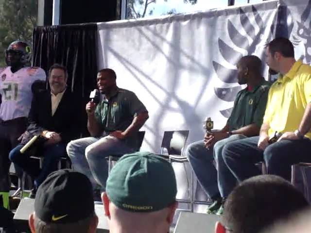 Jonathan Stewart interviewed by Dan Fouts at Oregon Ducks roundtable 1-09-2011