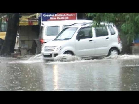 Unseasonal rain lashes North India