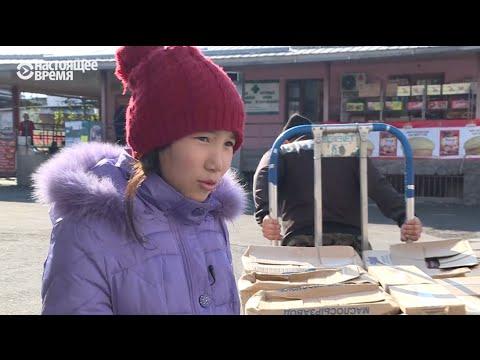 13-летняя девочка кормит всю семью, собирая мусор на рынке