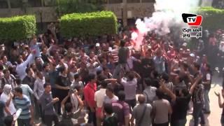طلاب في جامعة القاهرة يتظاهرون ضد فالكون بـ «شمروخ»