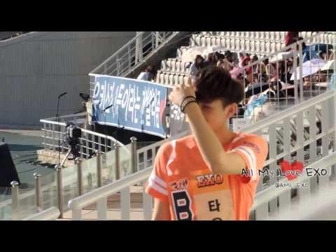 130903 팬석에 인사해주는 이쁜 타오 ㅠ0ㅠ EXO TAO