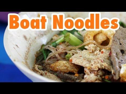 Thai Boat Noodles in Bangkok at Victory Monument (ก๋วยเตี๋ยวเรือ)