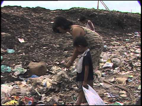 smokey mountain in manila sorting trash for metals plastics to sell youtube. Black Bedroom Furniture Sets. Home Design Ideas