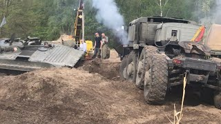 МАЗ 537 БМП 1 застрял + Т-55 / VT 55A Tatra 813 Bergung Rescue