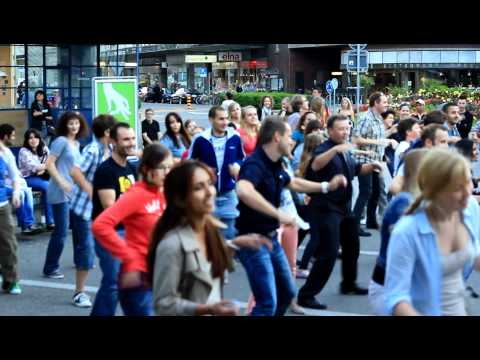 Flashmob Biel/Bienne Guisanplatz (Video 1)