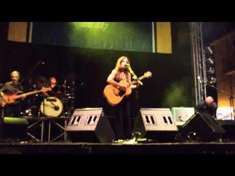 Paola Turci canta Ringrazio Dio e Dio come ti amo a Fara