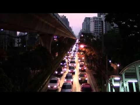 Sukhumvit Road & BTS Train, Bangkok, Thailand 27/Feb/2014 #2バンコクのスクムウィット通りとBTS電車