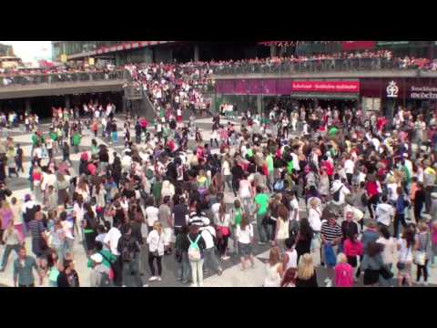 Michael Jackson Beat It: Flash mob @ Sergels Torg, Stockholm
