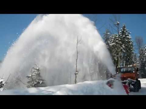 Intelligent Technology Modern Powerful Blower Plow Through Deep Snow Tractor Grader Bulldozer Truck
