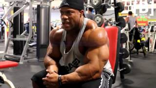 Phil Heath - Training shoulders !!!