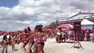 Beach Girls Dancing - Italian Summer Party