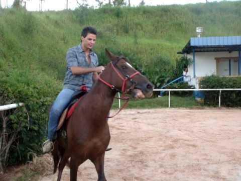 EDUARDO COSTA NA FAZENDA DANDO SHOW NA MONTARIA