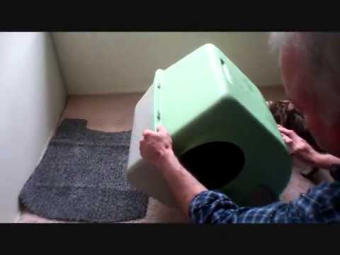 Omega Paw Self Cleaning Litter Box. Large