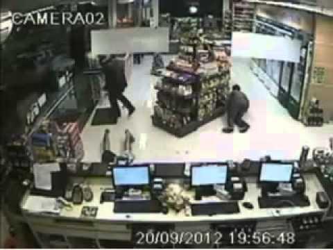 Camera de segurança flagra bandido sendo morto por policial