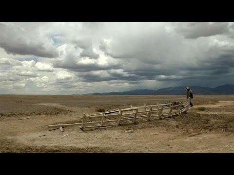 El cambio climático deja sin una gota de agua el lago Poopó en Bolivia