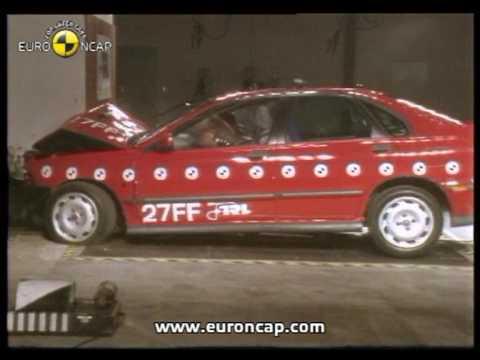 Euro NCAP | Volvo S40 | 1997 | Crash test - YouTube