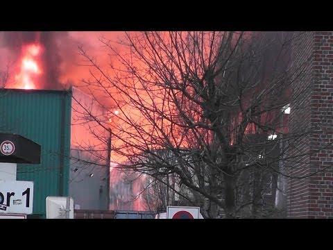 Feuer im Lagerhaus Hamburg-Eidelstedt nähe HSV-Arena 03.03.2014 4. Alarm für Feuerwehr