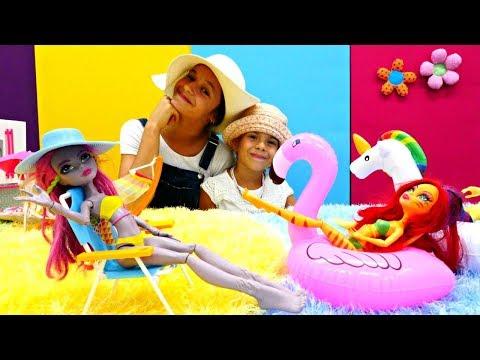 Куклы Монстер Хай на пляже. Видео для девочек