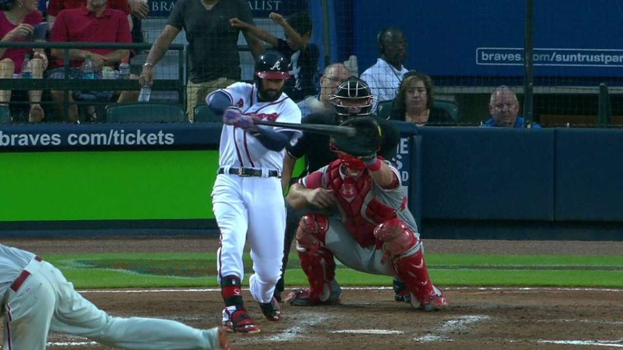 PHI@ATL: Markakis rips a two-run double to right