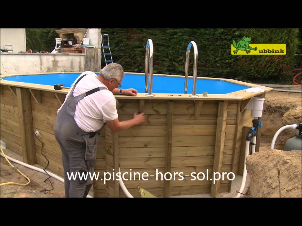 Montage piscine bois ubbink octogonale allong e youtube for Piscine semi enterree desjoyaux