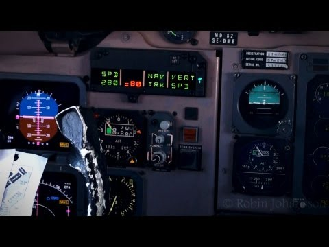 (Cockpit view) SAS McDonnell Douglas MD-82 Landing @ Copenhagen - Kastrup Airport