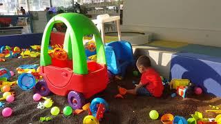 Bé chơi trò chơi tại khu vui chơi Lanchi Hải Dương