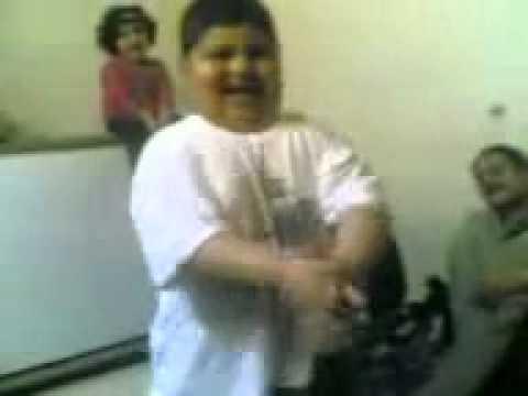 طفل يرقص  رقصه خليجيه  عجيبه مثل العلول thumbnail