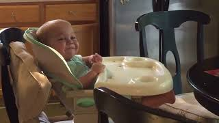 Baby Helps Dad Sing U.S. National Anthem - 986776